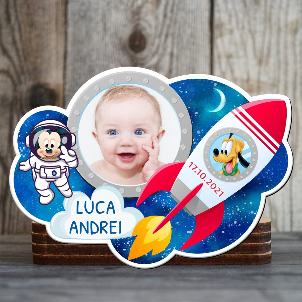 magneti botez baieti norsior cu Mickey si Pluto in univers